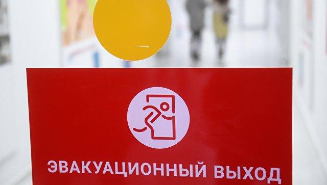 Стикер Эвакуационный выход на двери торгового центра