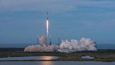 Старт ракеты-носителя Falcon 9 с космодрома на мысе Канаверал, штат Флорида. 2 апреля 2018