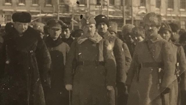 Адмирал Колчак, генерал Жанен, Богдан Павлу перед зданием ставки в Омске