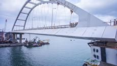 Противоветровые обтекатели на автодорожной части моста в Крым. 5 апреля 2018