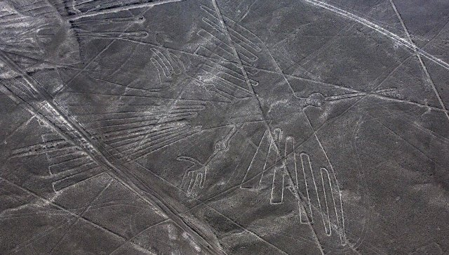 Геоглиф Кондора на плато Наска в Перу