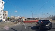 Трамвай сошел с рельсов в Санкт-Петербурге