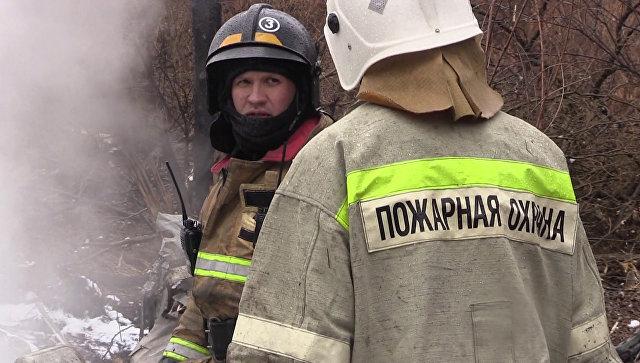 Сотрудники МЧС РФ работают на месте крушения вертолёта Ми-8. Архивное фото