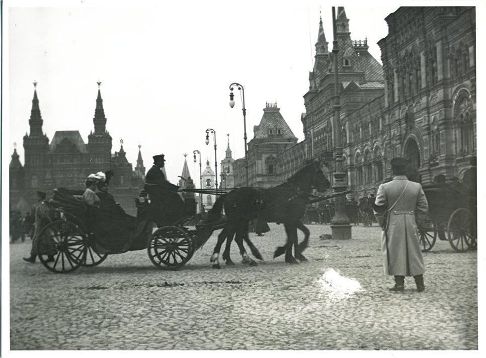 Дуговые электрические фонари на Красной площади