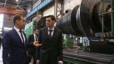 Председатель правительства РФ Дмитрий Медведев и председатель совета директоров ПАО Силовые машины Алексей Мордашов. 12 апреля 2018