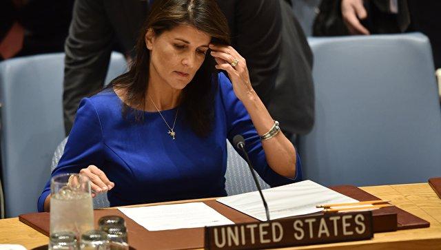 Постпред США при ООН Никки Хейли на заседании Совета Безопасности ООН в Нью-Йорке. 14 апреля 2018