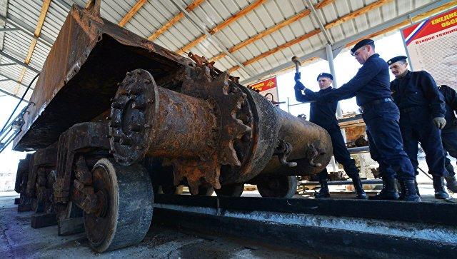 Военнослужащие проводят работы по восстановлению американского танка Sherman в Приморском крае
