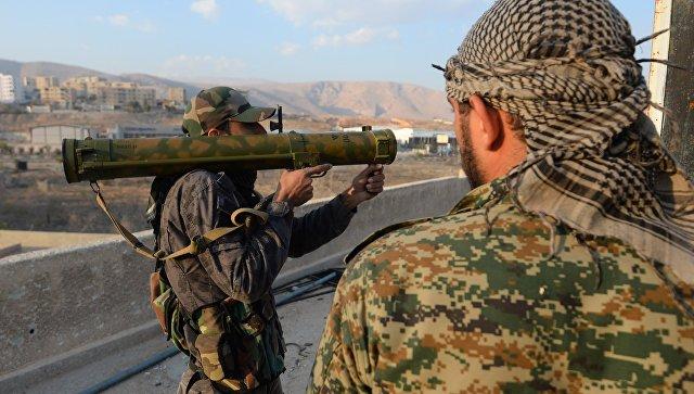 Сирийские военные на боевой позиции в городе Дума. Архивное фото