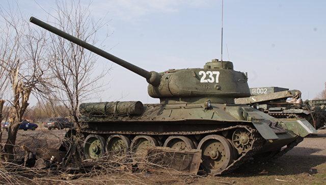 Техника, готовящаяся к параду Победы в Луганске, поврежденная артобстрелом ВСУ. Архивное фото