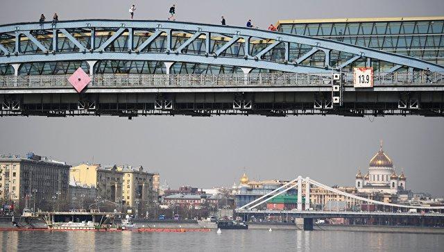 Вид на Андреевский мост в Москве. Архивное фото