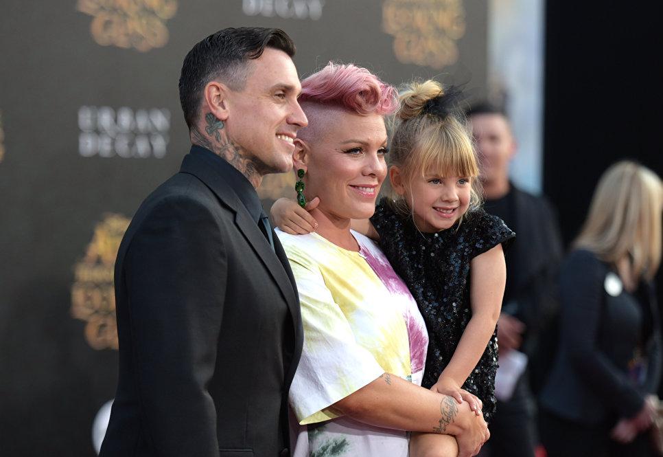 Американская певица Пинк с семьей