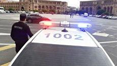 Полицейская машна на площади Республики в Ереване. Архивное фото