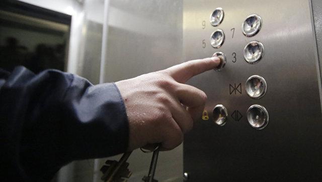 Убийца женщины в московском лифте скрывается в доме, предположила соседка