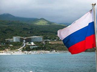 Российский триколор на палубе парусника Херсонес в Крыму. Архивное фото