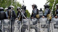 Сотрудники правоохранительных органов на улице Еревана. Архивное фото