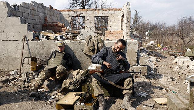 Украинские военные готовятся к боям. Архивное фото