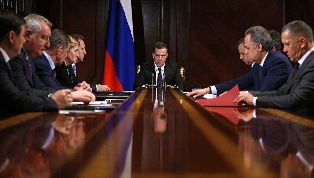 Председатель правительства РФ Дмитрий Медведев проводит совещание с вице-премьерами РФ. 23 апреля 2018
