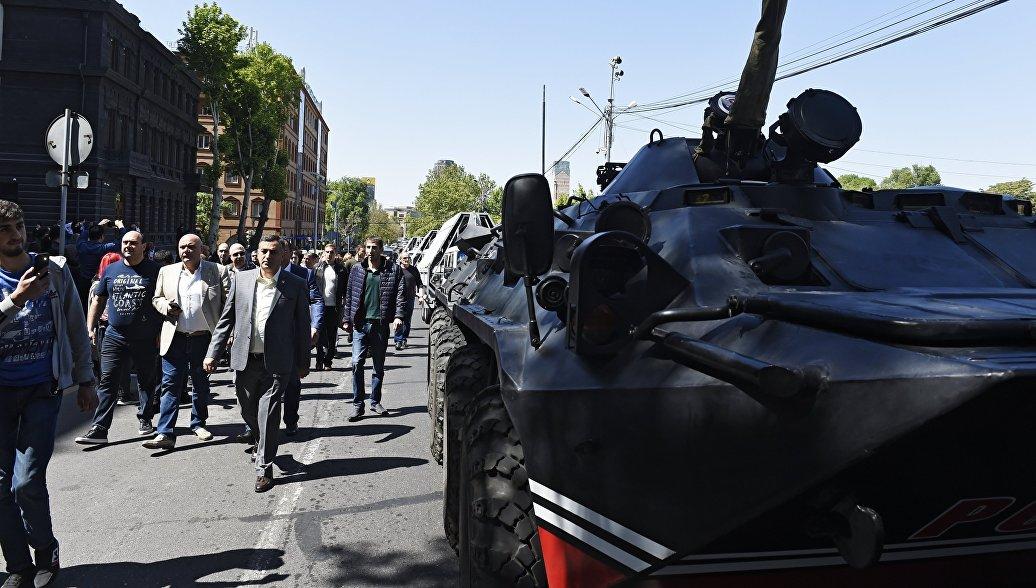 Протесты в Ереване охватили весь центр города