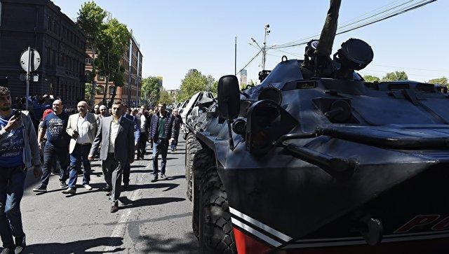 В Кремле надеются, что ситуацию в Армении урегулируют в рамках конституции