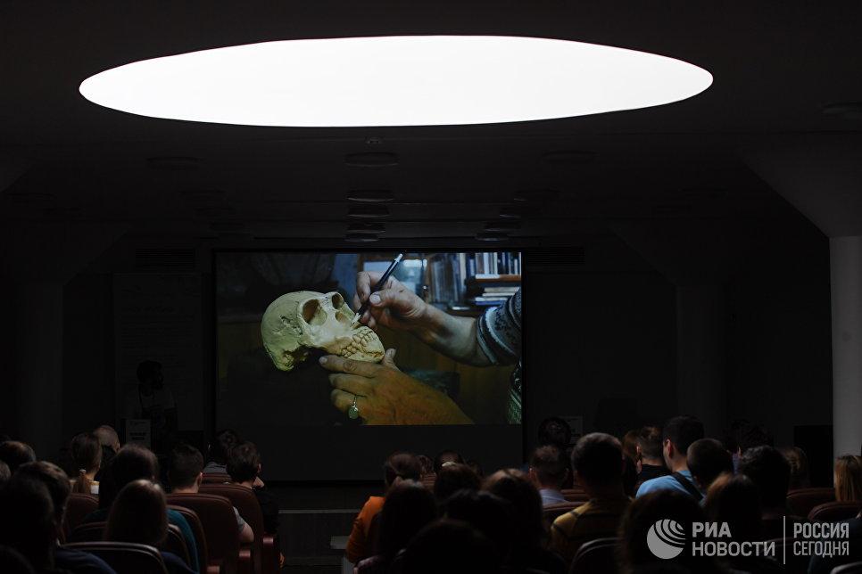 Демонстрация методов реконструкции внешности живых существ по их костным останкам