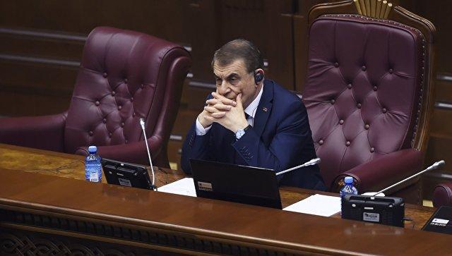 Спикер парламента Армении Ара Баблоян на внеочередном заседании по выборам нового премьер-министра в парламенте Армении. 1 мая 2018