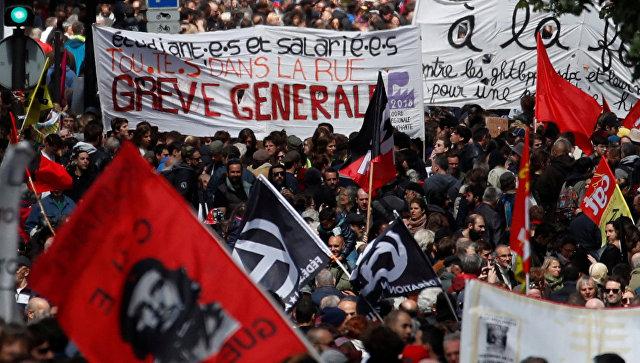 Картинки по запросу В первомайской демонстрации Парижа