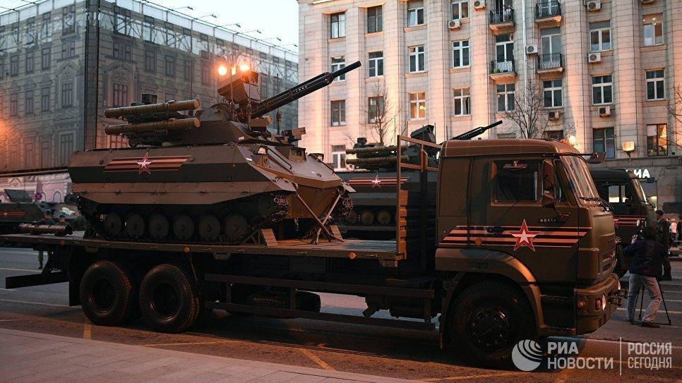 Роботизированный комплекс Уран-9 перед началом репетиции военного парада на Красной площади, посвященного 73-й годовщине Победы в Великой Отечественной войне