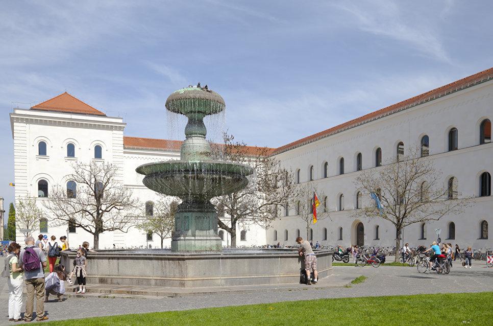 Главное здание университета Людвига Максимилиана в Мюнхене, Германия