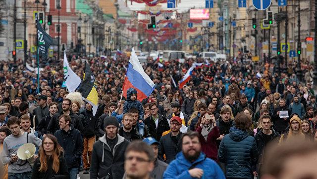 Участники несанкционированной акции оппозиции в Санкт-Петербурге. 5 мая 2018