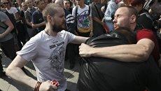 Активист Национально-освободительного движения и протестующий во время несанкционированной акции оппозиции на Пушкинской площади в Москве. 5 мая 2018