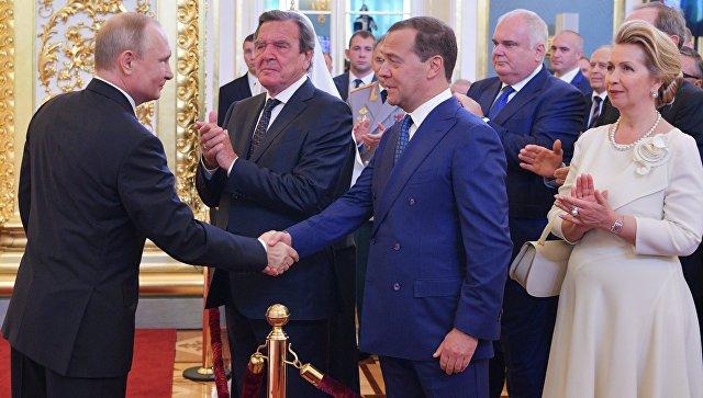 Избранный президент РФ Владимир Путин и председатель правительства РФ Дмитрий Медведев во время церемонии инаугурации в Кремле. 7 мая 2018