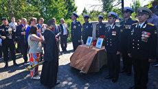 Поминальная служба на братской могиле в поселке Пятидорожное Калининградской области