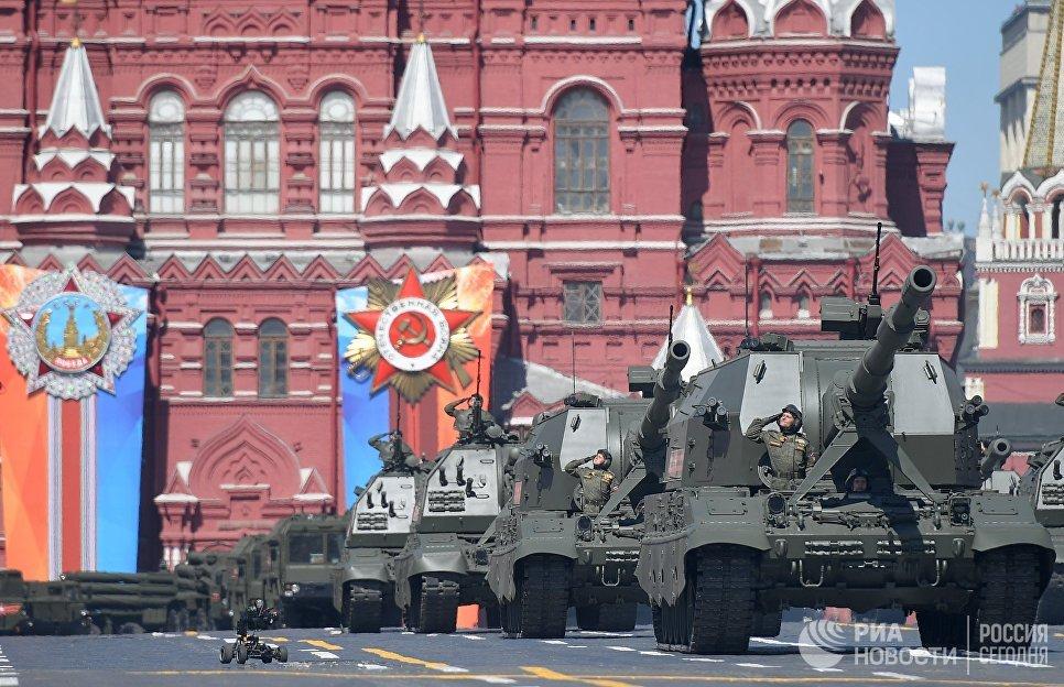 Самоходные артиллерийские установки Коалиция-СВ и Мста-С на военном параде, посвященном 73-й годовщине Победы в ВОВ