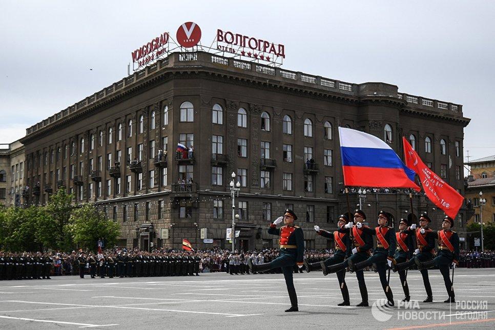 Военнослужащие на военном параде в Волгограде, посвященном 73-й годовщине Победы в Великой Отечественной войне