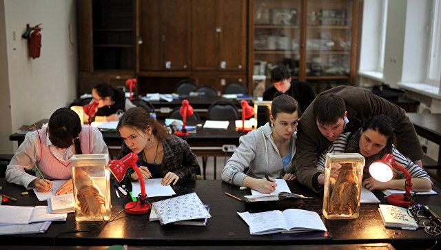 Студенты в МГУ. Архивное фото
