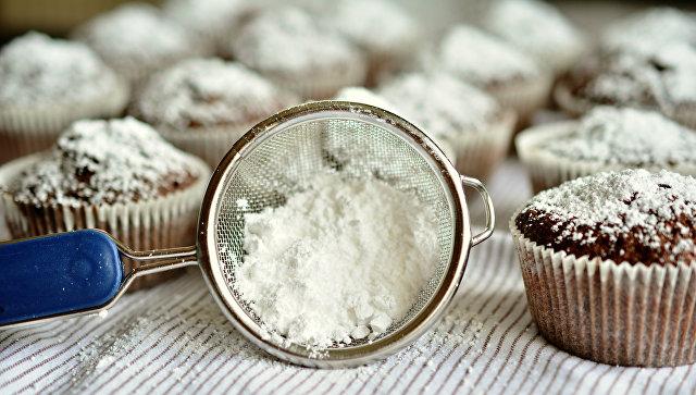 Приготовление пирожных. Архивное фото
