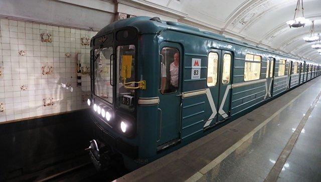 Поезд 81-717/714 («Номерной») во время Парада поездов Московского метрополитена. Архивное фото