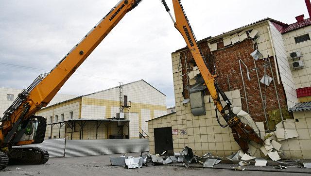 В Кемерово начали сносить торгово-развлекательный центр «Зимняя вишня»