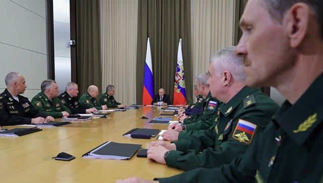 Президент Рф Владимир Путин проводит совещание с руководством министерства обороны РФ и представителями ВПК. 15 мая 2018