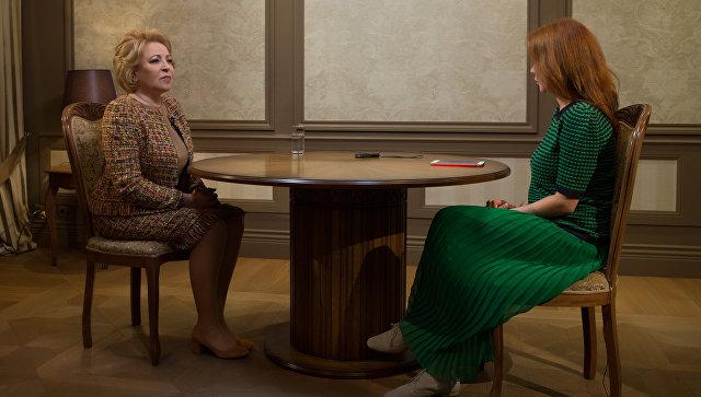 Председатель Совета Федерации РФ Валентина Матвиенко во время интервью