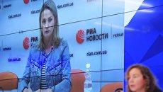 упруга журналиста Кирилла Вышинского Ирина Вышинская  во время пресс-конференции в формате видеомоста Москва - Киев. 18 мая 2018