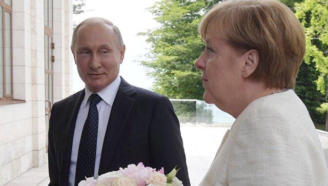 Песков прокомментировал публикацию Bild о букете Путина для Меркель