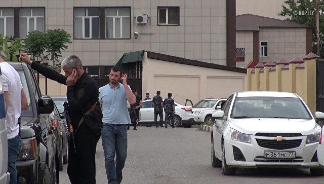 Первые кадры с места атаки боевиков на прихожан церкви в Грозном