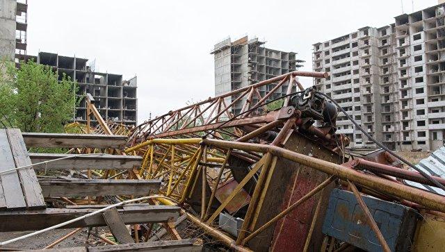 Строительный кран, рухнувший в результате урагана в Астане. 22 мая 2018
