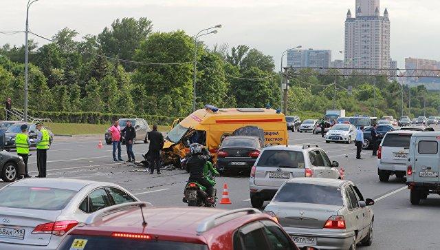 Место столкновения 7 автомобилей на Кутузовском проспекте в Москве. 22 мая 2018