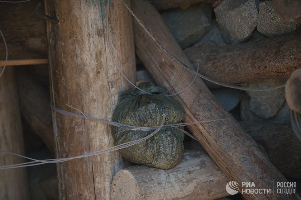 Взрывчатка в шахте для ядерных испытаний №4 на ядерном полигоне Пхунгери на севере КНДР