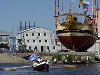 Спуск на воду линейного 54-пушечного корабля 4-го ранга Полтава в День города в Санкт-Петербурге. 27 мая 2018