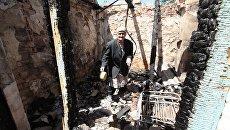 Последствия обстрела жилого дома в Докучаевске. Архивное фото