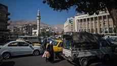 Прохожие на улице в Дамаске. Архивное фото