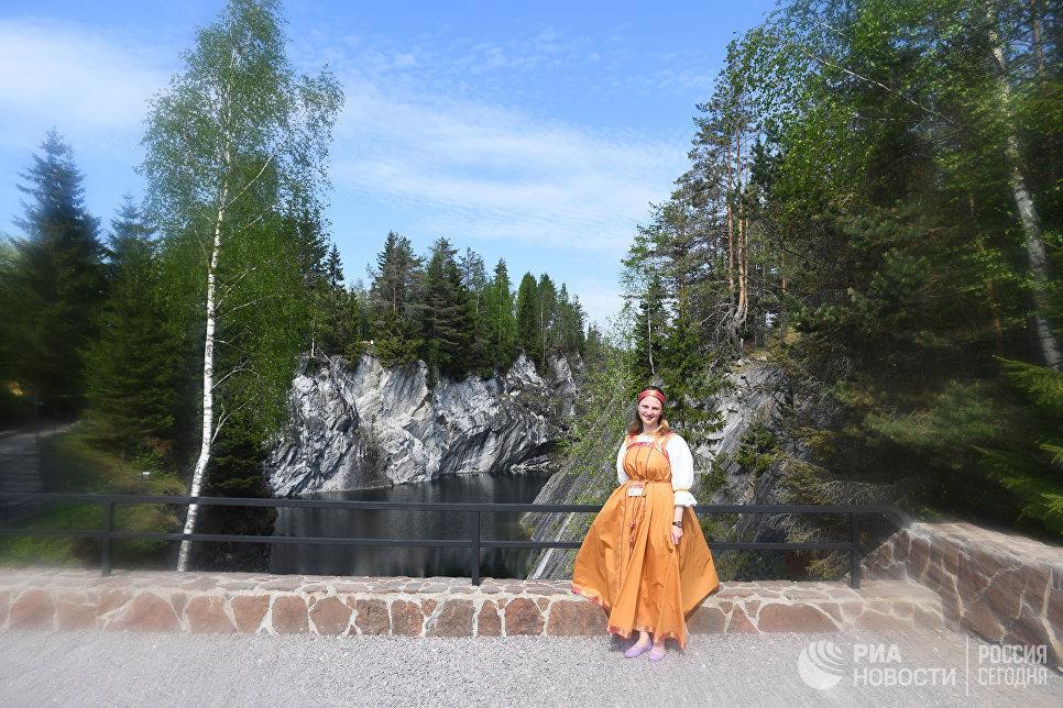 Гид в горном парке  «Рускеала».